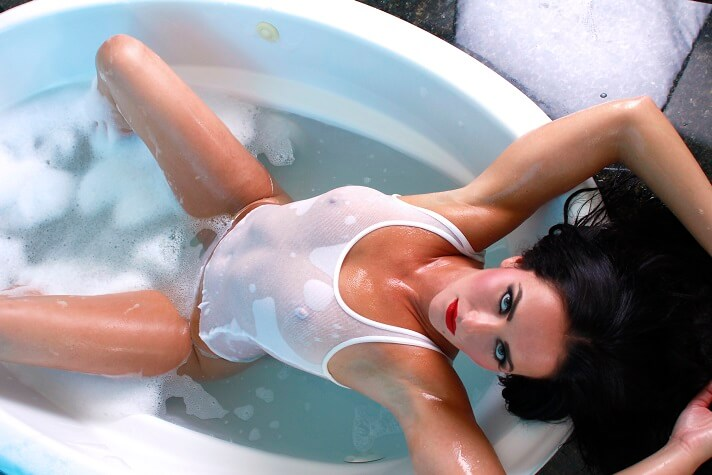 BiancaBreeze_WhiteTankTop_Bathtub_02_1200