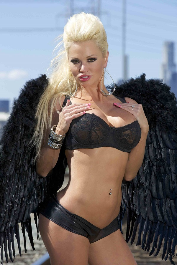 Blonde bombshell Nikita Von James models white lingerie in masquerade mask № 514391 загрузить